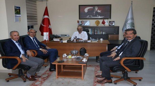 Orman Genel Müdürümüz Bekir Karacabey Doğa Koruma ve Milli Parklar Genel Müdürlüğüne Atanan İsmail Üzmez' i Ziyaret Etti.